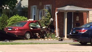 Aetna Responds: Car crashes into Wethersfield home; Portion of Route 3 in Wethersfield closed